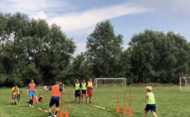 Thumbnail для -  Обеспечение футбольной команды из детского дома комплектом формы и обуви